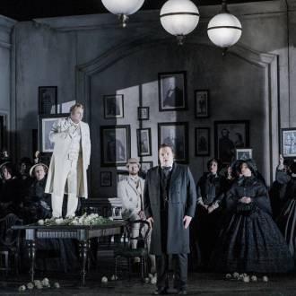 Szene aus der Oper Lucia di Lammermoor. Foto: Robert Workmann