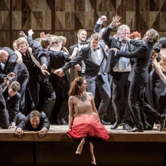 TE Szene aus der Oper La Traviata. Foto: Erik Berg