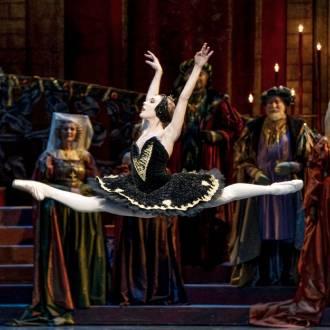Szene aus dem Ballett Schwanensee . Foto: Erik Berg